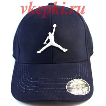 Кепка Jordan синего цвета.